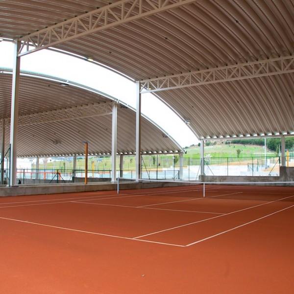 Pista de tenis cubierta tierra batida