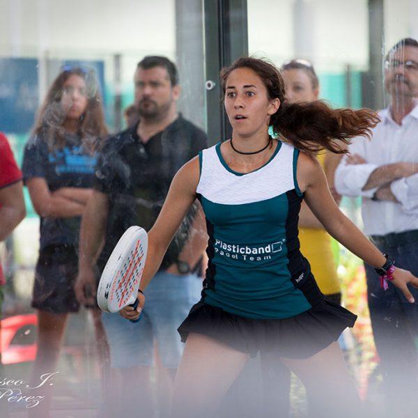 Partido pádel en Club Raqueta
